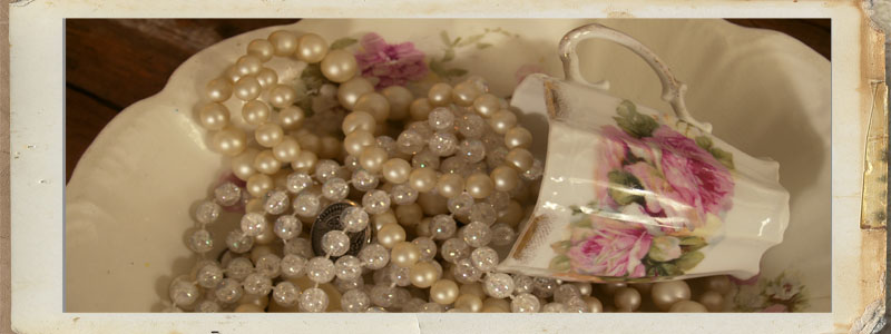 Cup_&_pearls
